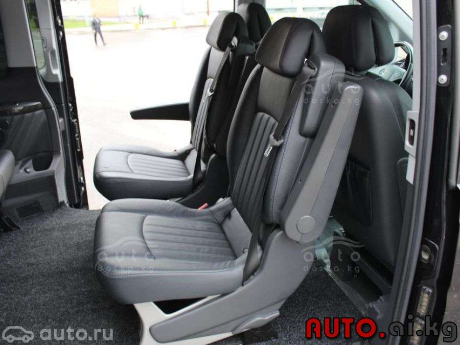 Mercedes-Benz Viano 3.5 2013 photo - 12