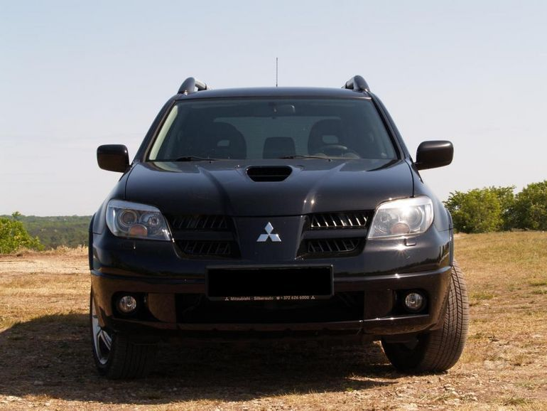 Mitsubishi Outlander 2.0 2006 photo - 1