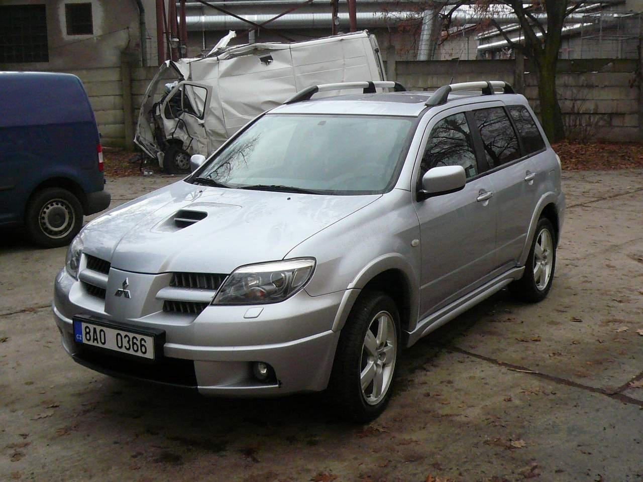 Mitsubishi Outlander 2.0 2006 photo - 9