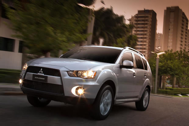 Mitsubishi Outlander 2.0 2012 photo - 1
