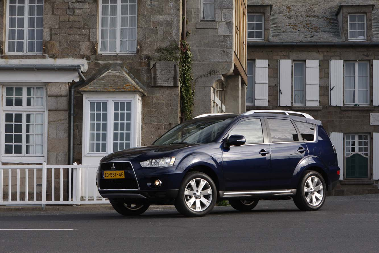 Mitsubishi Outlander 2.2 2011 photo - 10