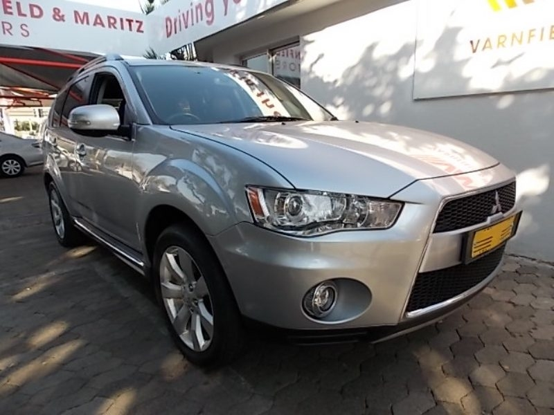 Mitsubishi Outlander 2.4 2013 photo - 12