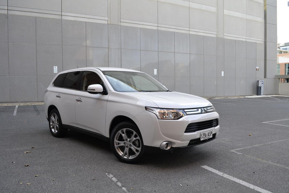 Mitsubishi Outlander 2.4 2013 photo - 7