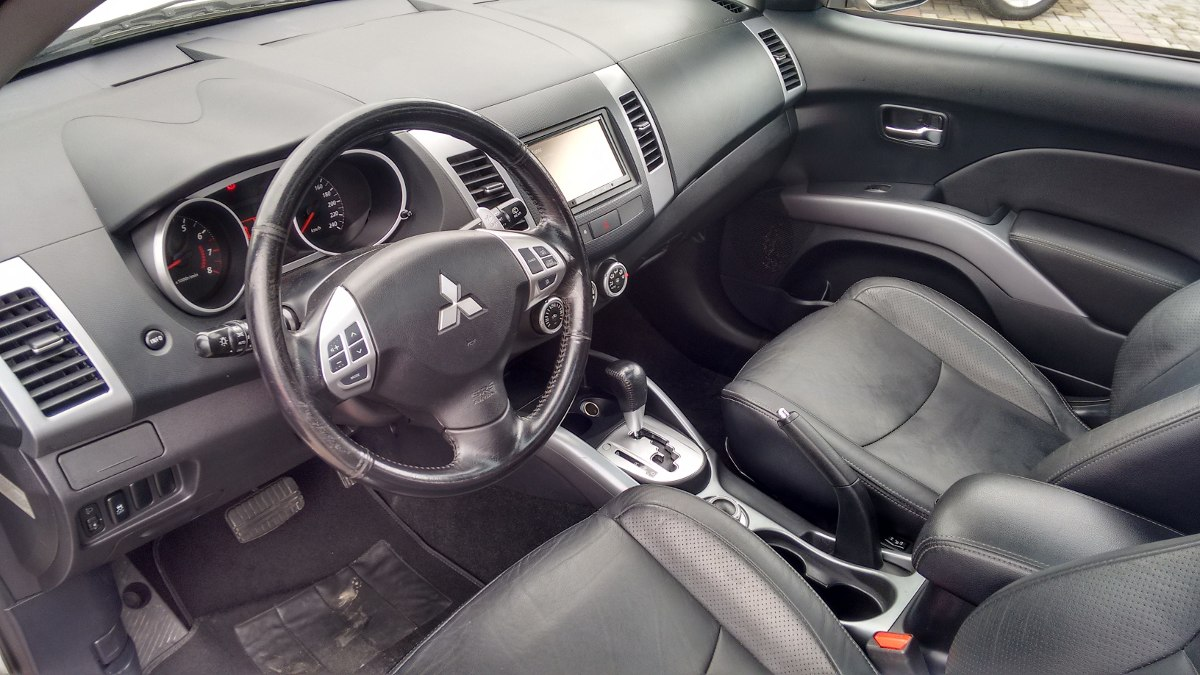 Mitsubishi Outlander 3.0 2011 photo - 8