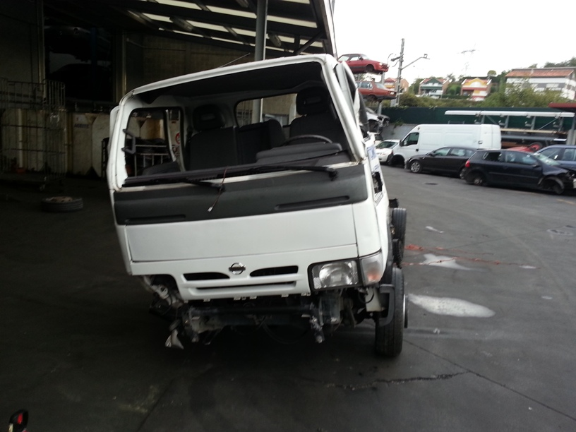 Nissan Cabstar 2.4 2007 photo - 9