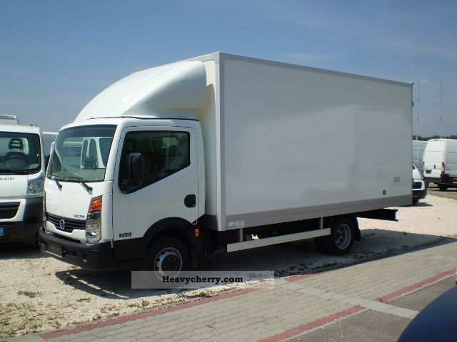 Nissan Cabstar 3.0 2011 photo - 3
