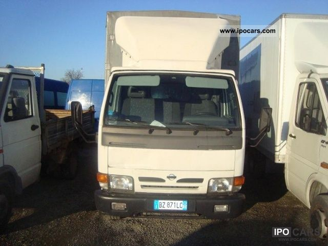 Nissan Cabstar 3.0 2011 photo - 5