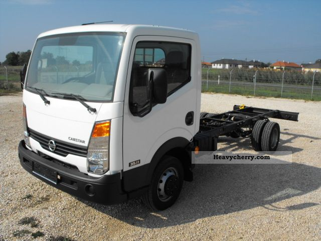 Nissan Cabstar 3.0 2011 photo - 7