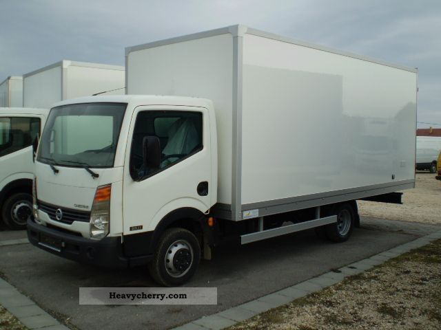 Nissan Cabstar 3.0 2011 photo - 8