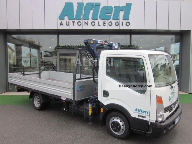 Nissan Cabstar 3.0 2011 photo - 9