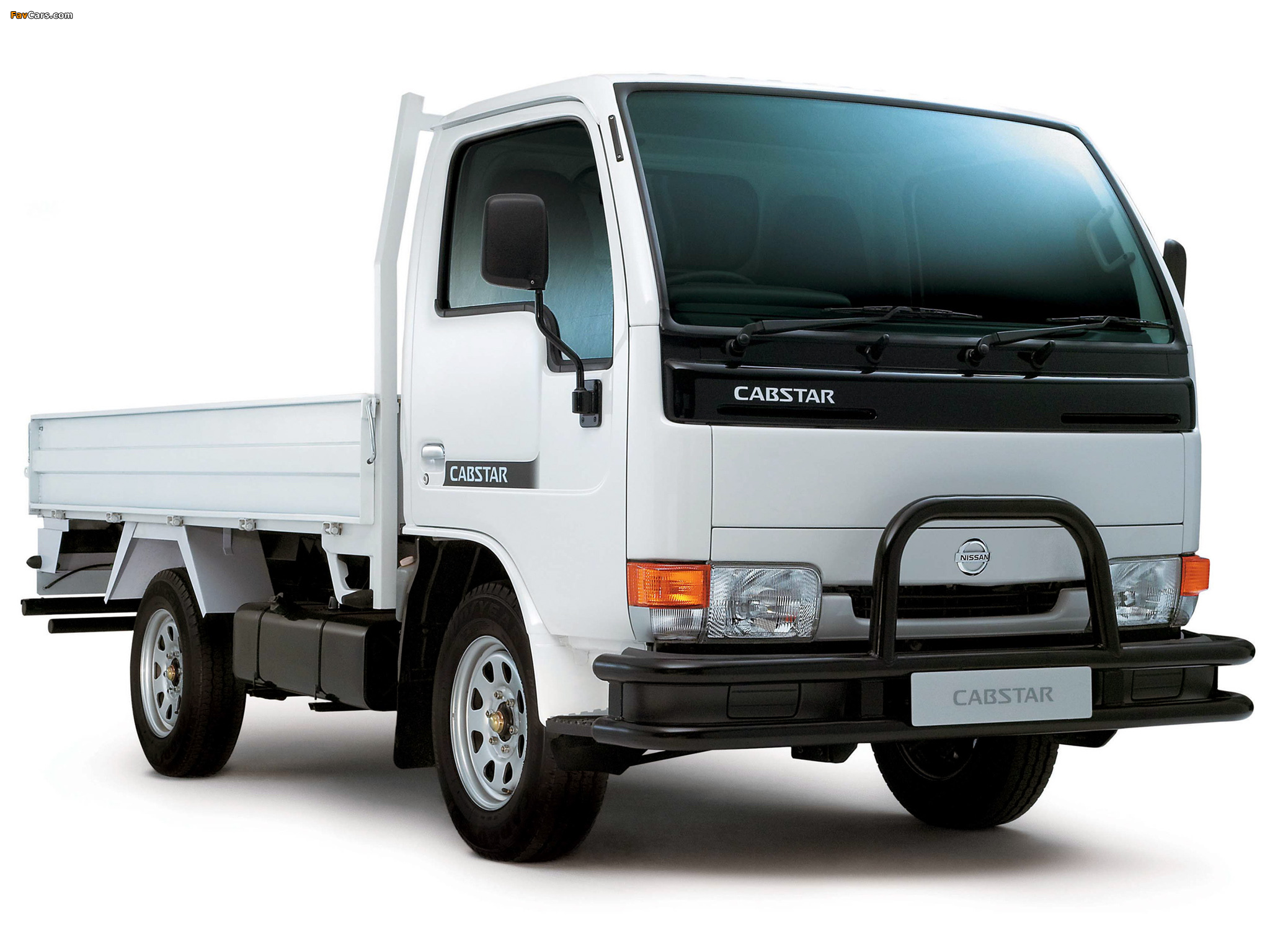 Nissan Cabstar 4.7 1995 photo - 1