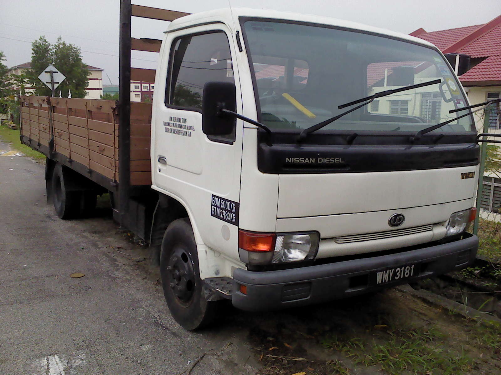 Nissan Cabstar 4.7 1995 photo - 2