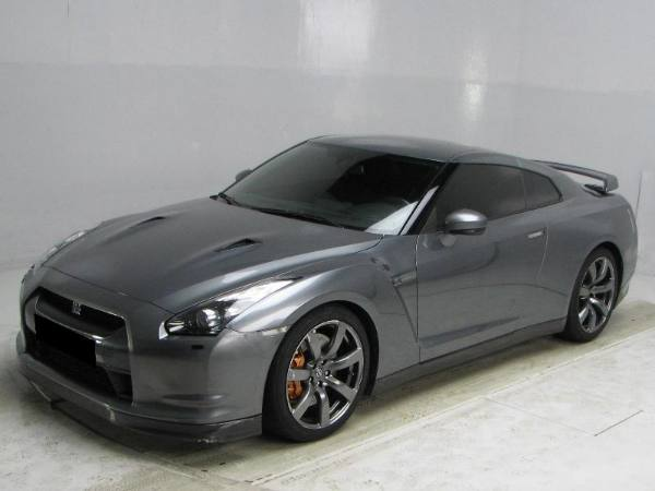 Nissan GT-R 3.8 2010 photo - 12