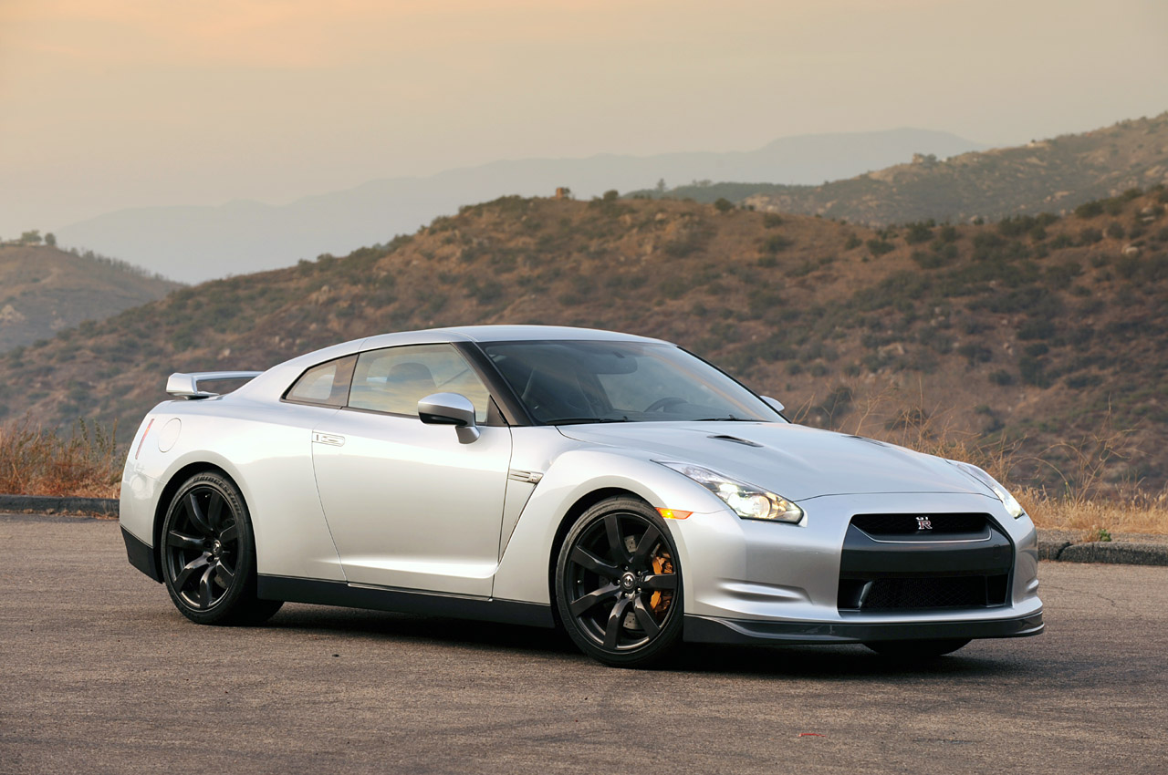 Nissan GT-R 3.8 2010 photo - 3