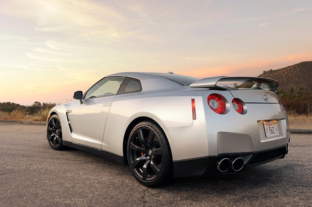 Nissan GT-R 3.8 2010 photo - 6