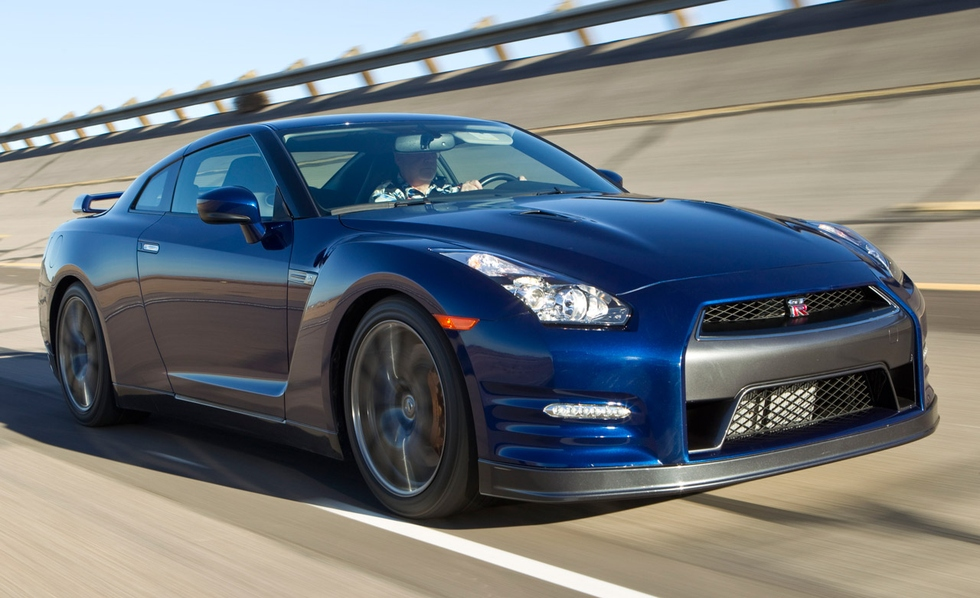 Nissan GT-R 3.8 2012 photo - 1