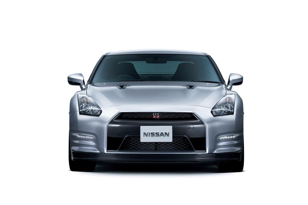 Nissan GT-R 3.8 2012 photo - 2