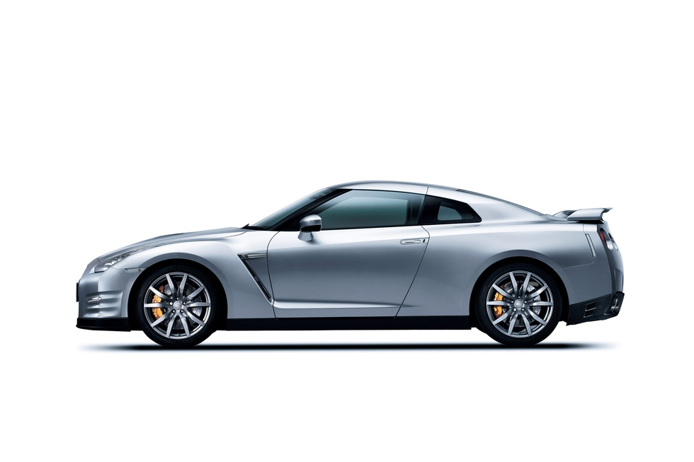 Nissan GT-R 3.8 2012 photo - 4