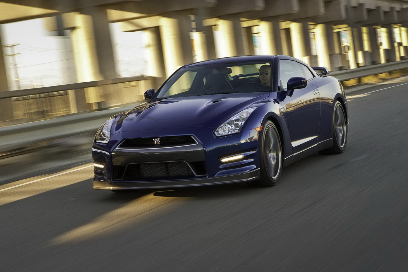 Nissan GT-R 3.8 2012 photo - 7