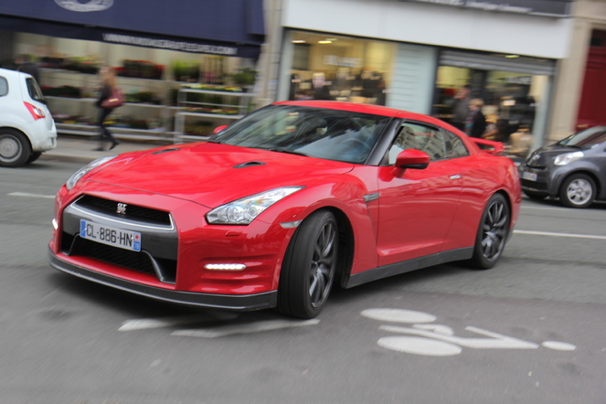 Nissan GT-R 3.8 2012 photo - 9