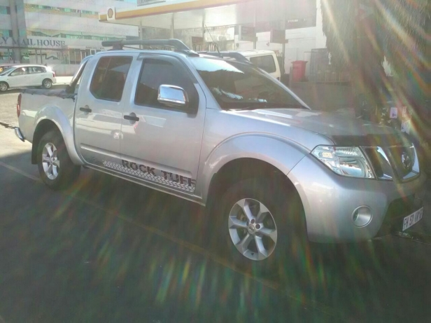 Nissan Navara 2.5 2014 photo - 2