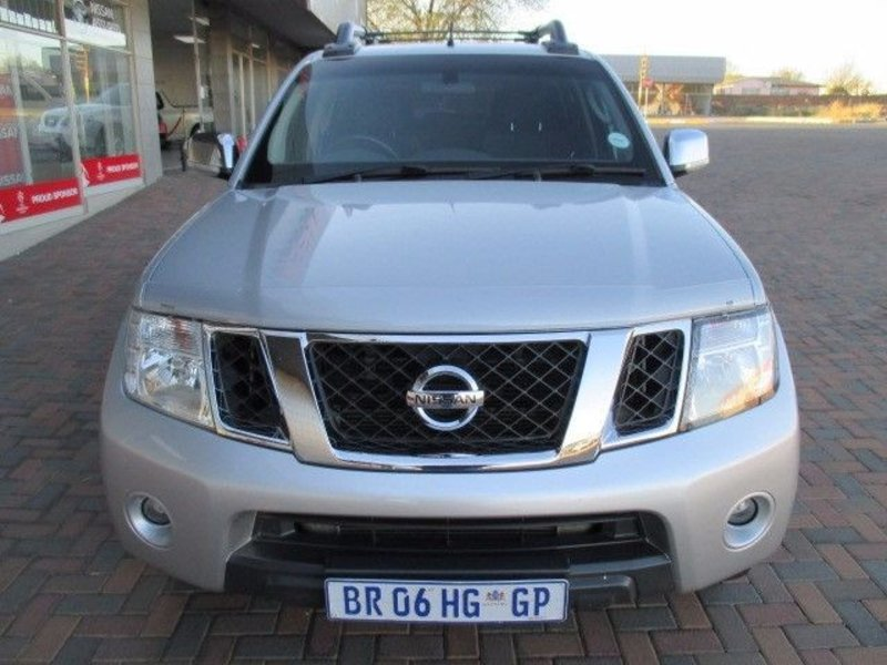 Nissan Navara 3.0 2011 photo - 3