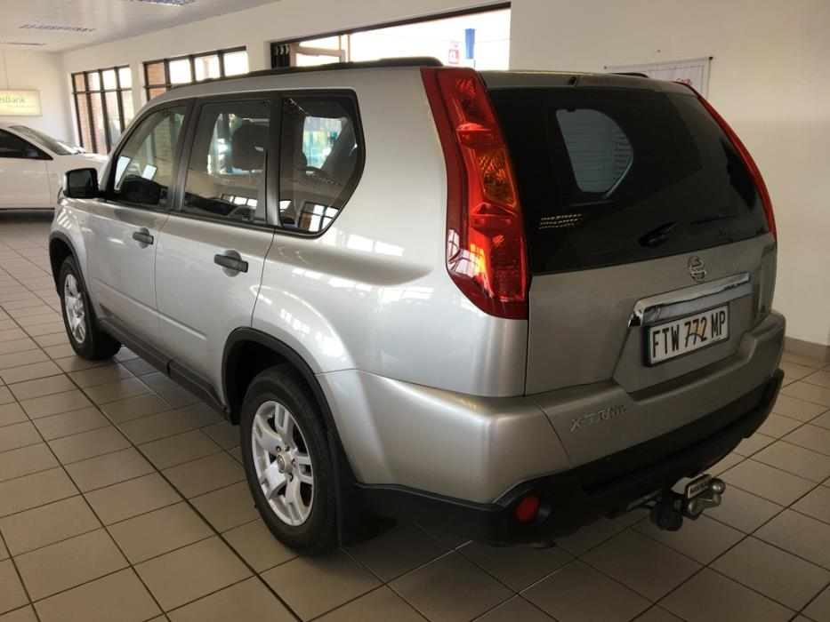 Nissan X-Trail 2.0 2010 photo - 11