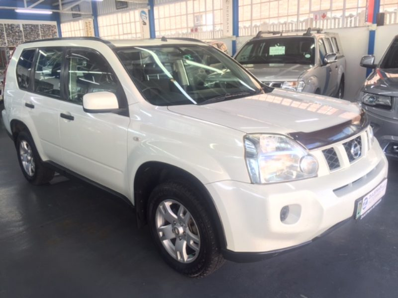 Nissan X-Trail 2.0 2010 photo - 3