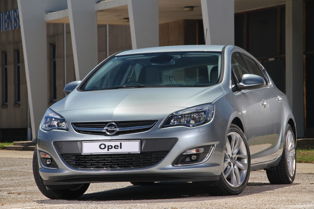 Opel Astra 1.2 2013 photo - 1