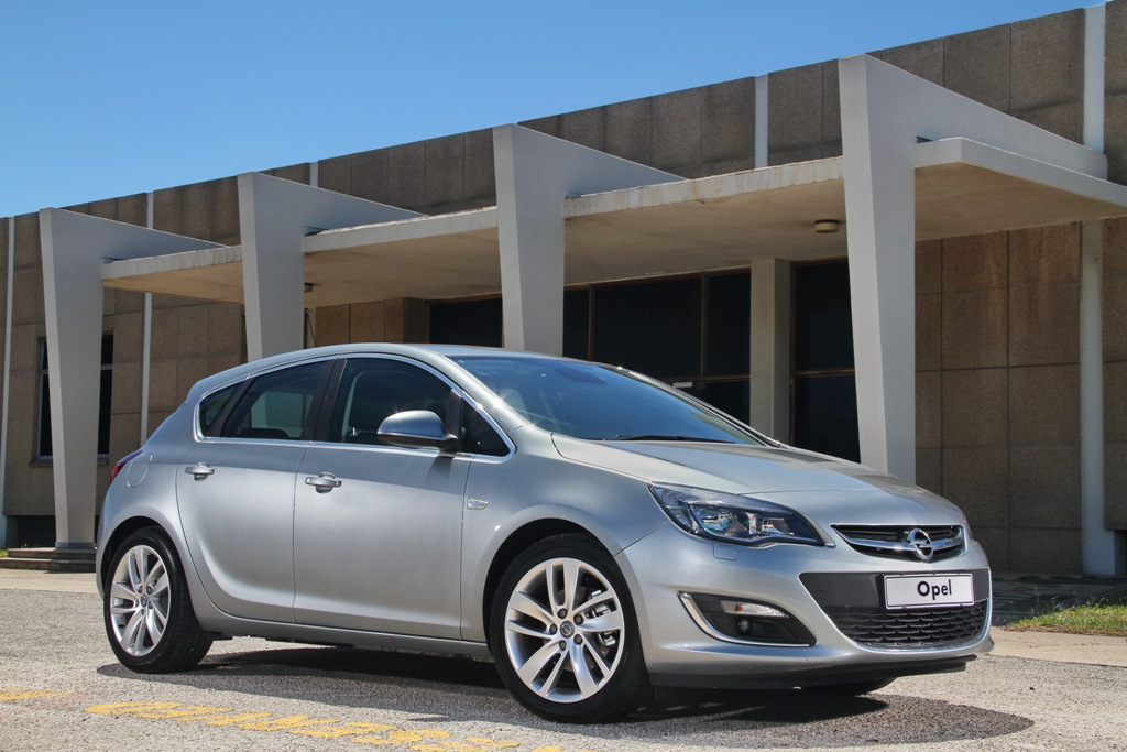 Opel Astra 1.2 2013 photo - 3
