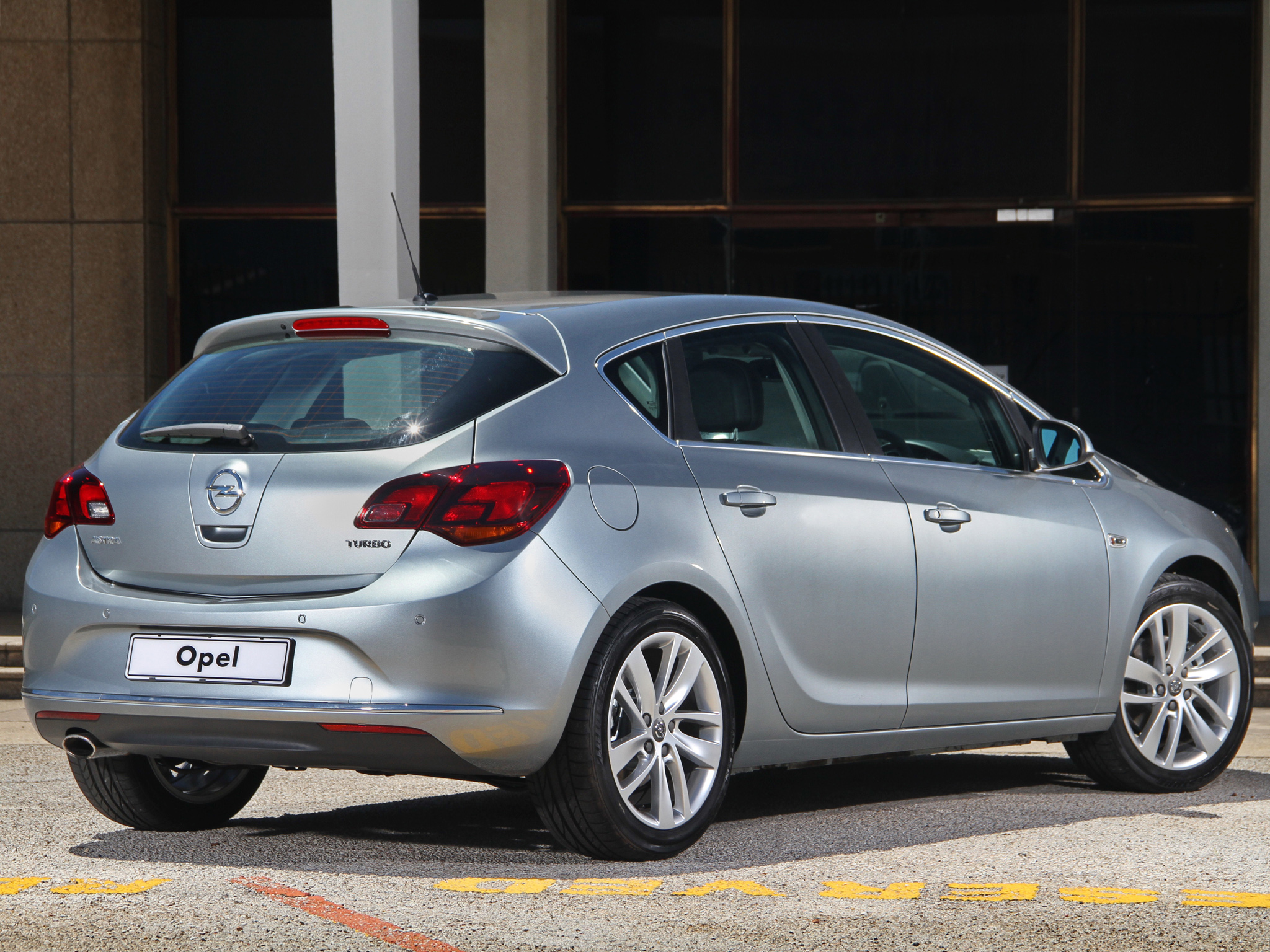 Opel Astra 1.2 2013 photo - 7