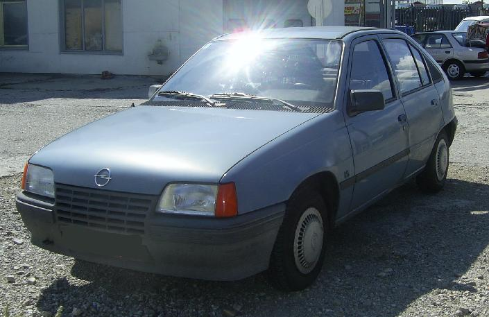 Opel Astra 1.6 1986 photo - 9