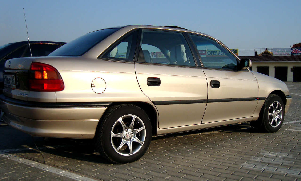 Opel Astra 1.6 1997 photo - 2
