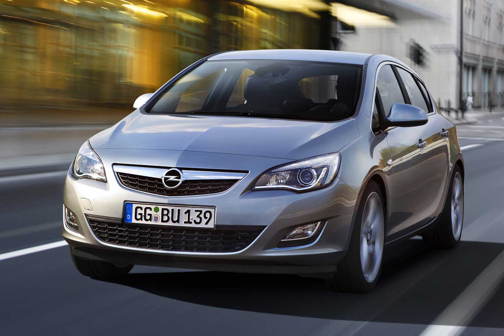 Opel Astra 1.6 2010 photo - 8
