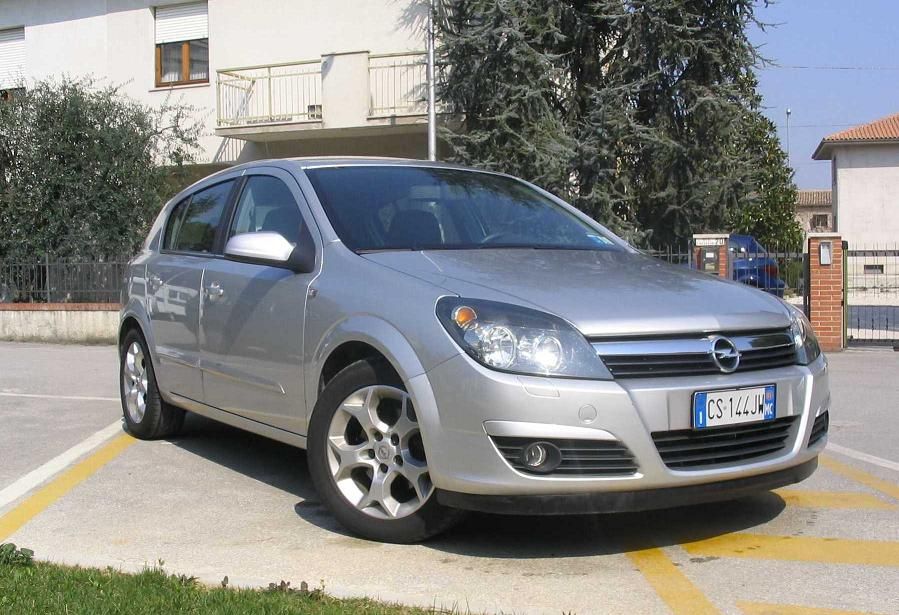 Opel Astra 1.7 2005 photo - 2
