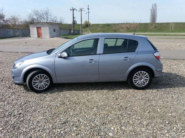 Opel Astra 1.7 2005 photo - 9