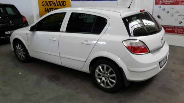 Opel Astra 1.9 2007 photo - 9