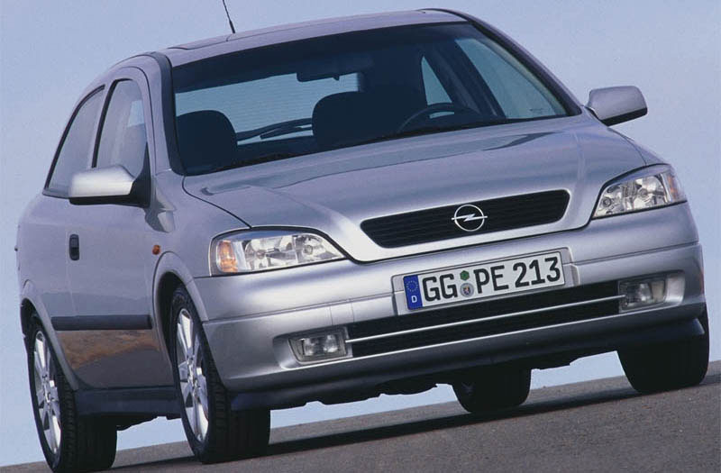 Opel Astra 2.0 1999 photo - 9