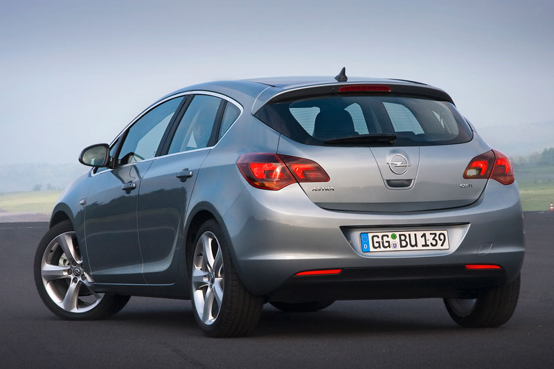 Opel Astra 2.0 2009 photo - 10