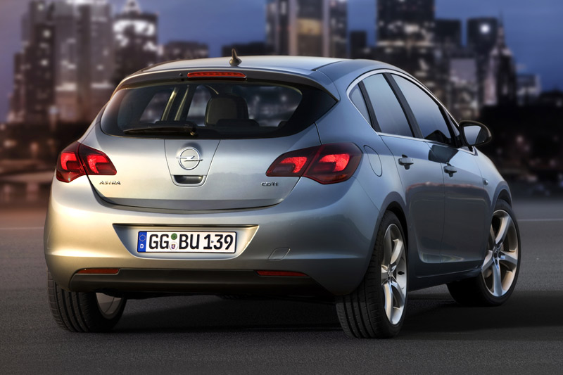Opel Astra 2.0 2009 photo - 11