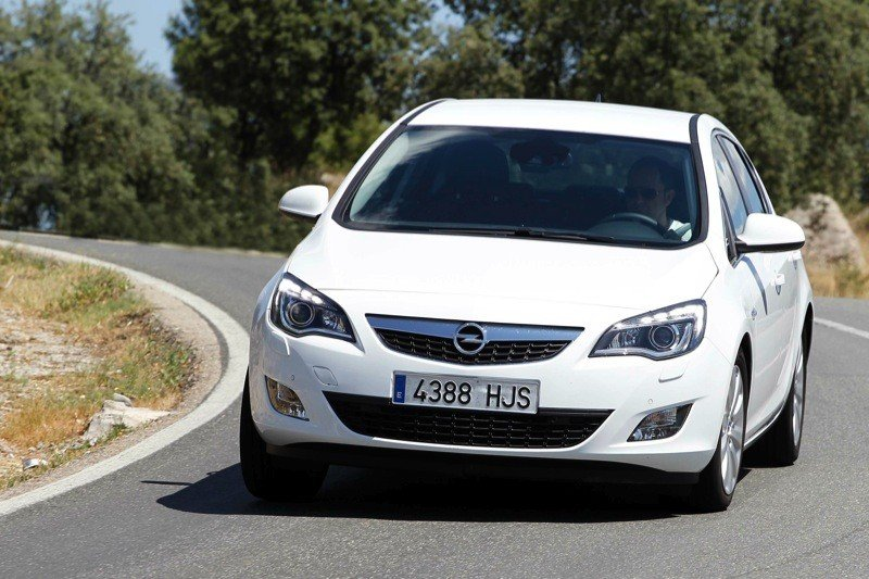 Opel Astra 2.0 2009 photo - 12