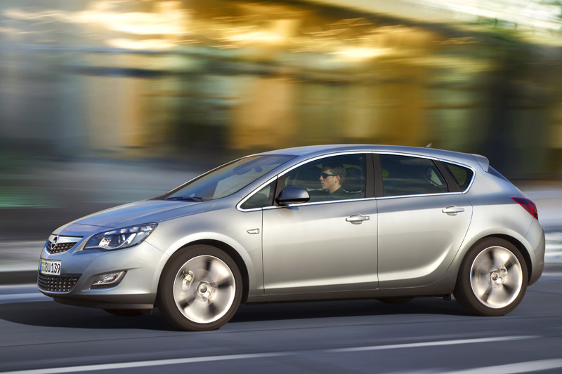 Opel Astra 2.0 2009 photo - 8