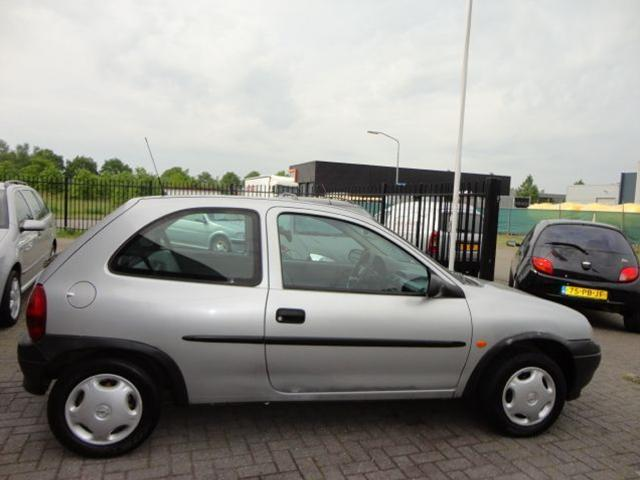 Opel Corsa 1.2i 1999 photo - 8