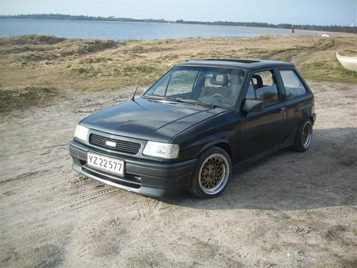 Opel Corsa 1.4 1991 photo - 9
