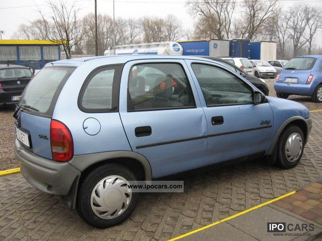 Opel Corsa 1.4 1995 photo - 1