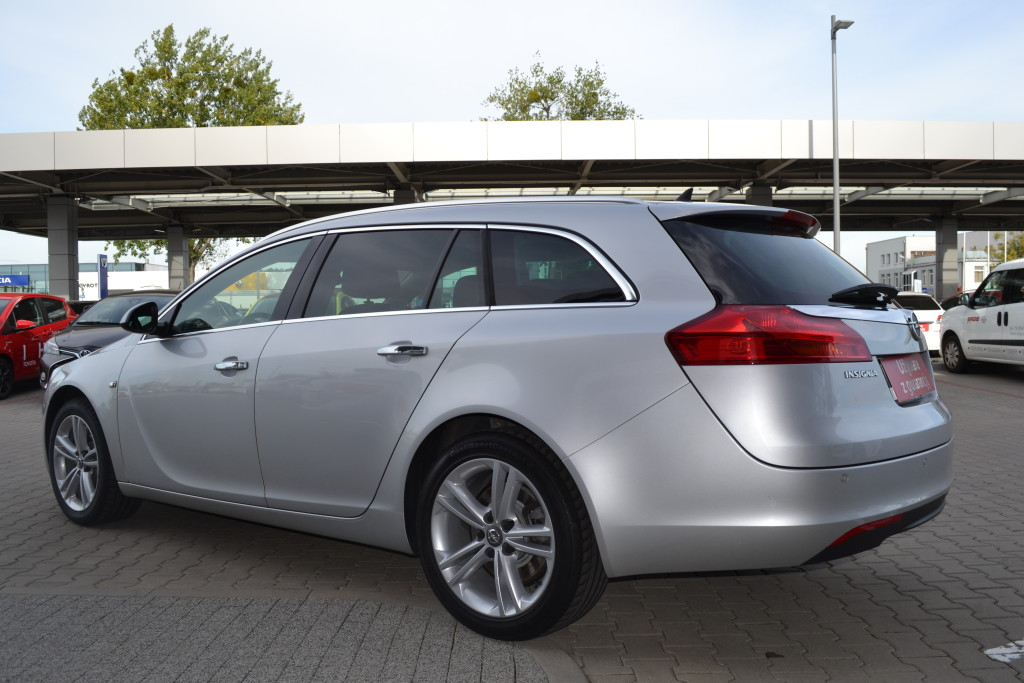 Opel Insignia 2.0 2013 photo - 9