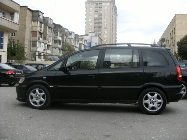 Opel Zafira 1.8 2000 photo - 1