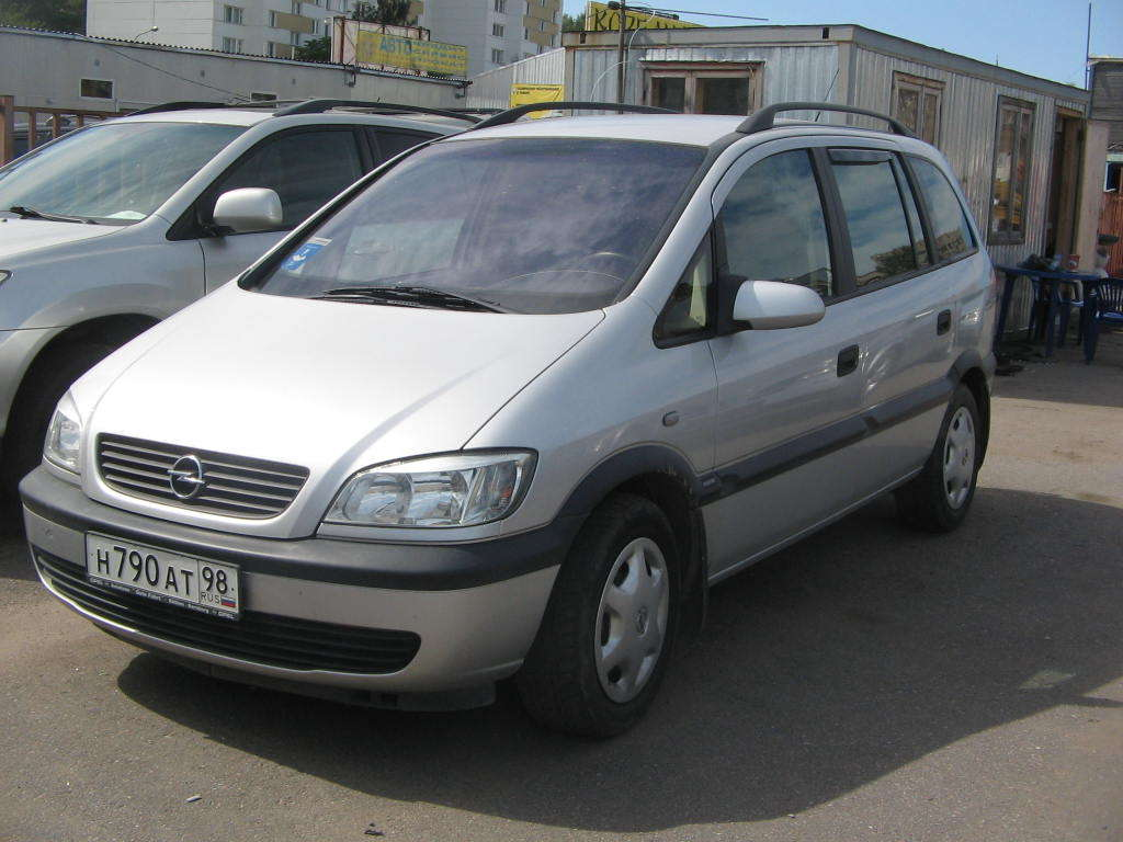 Opel Zafira 2.0 2002 photo - 1