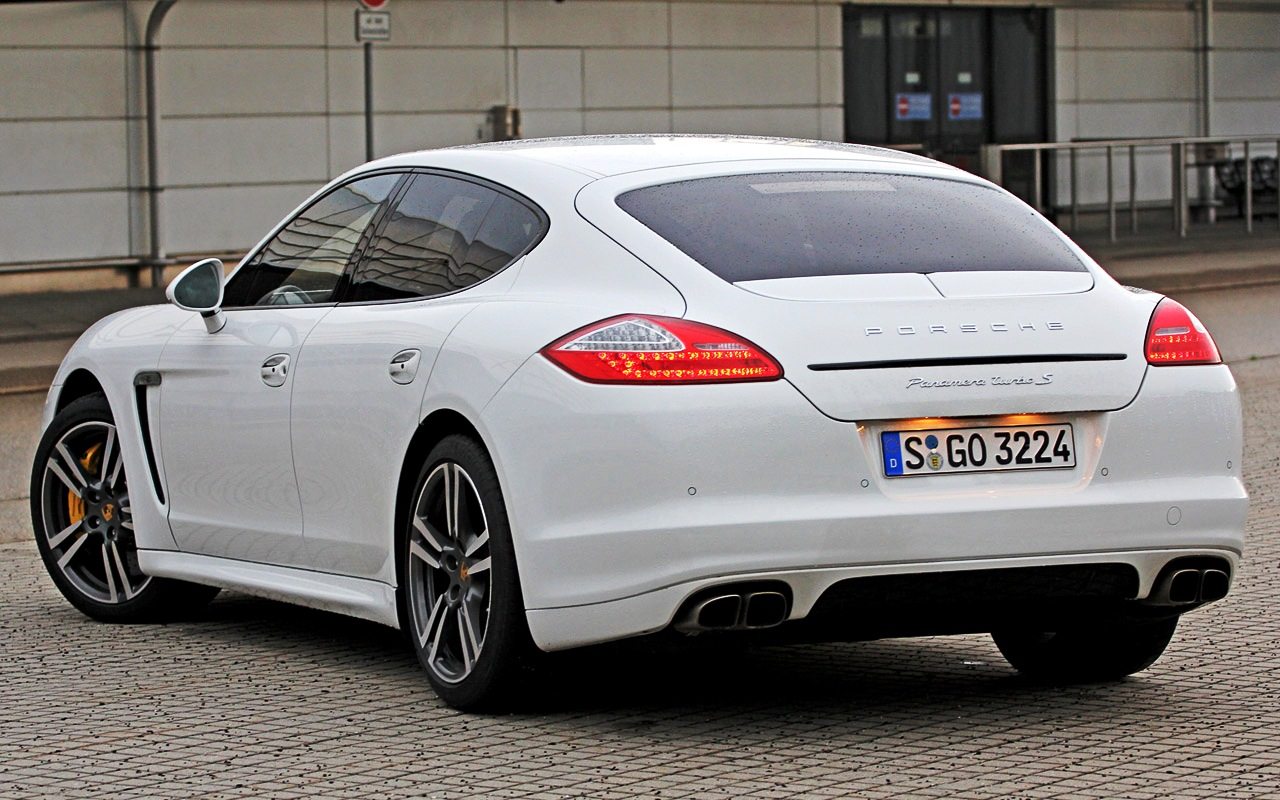 Porsche Panamera Turbo 2013 photo - 1