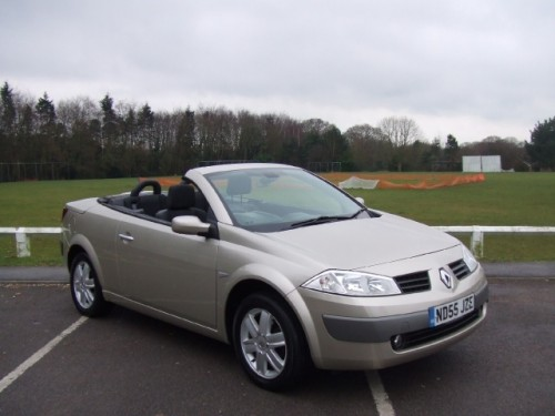 Renault Fluence 1.6 2005 photo - 9